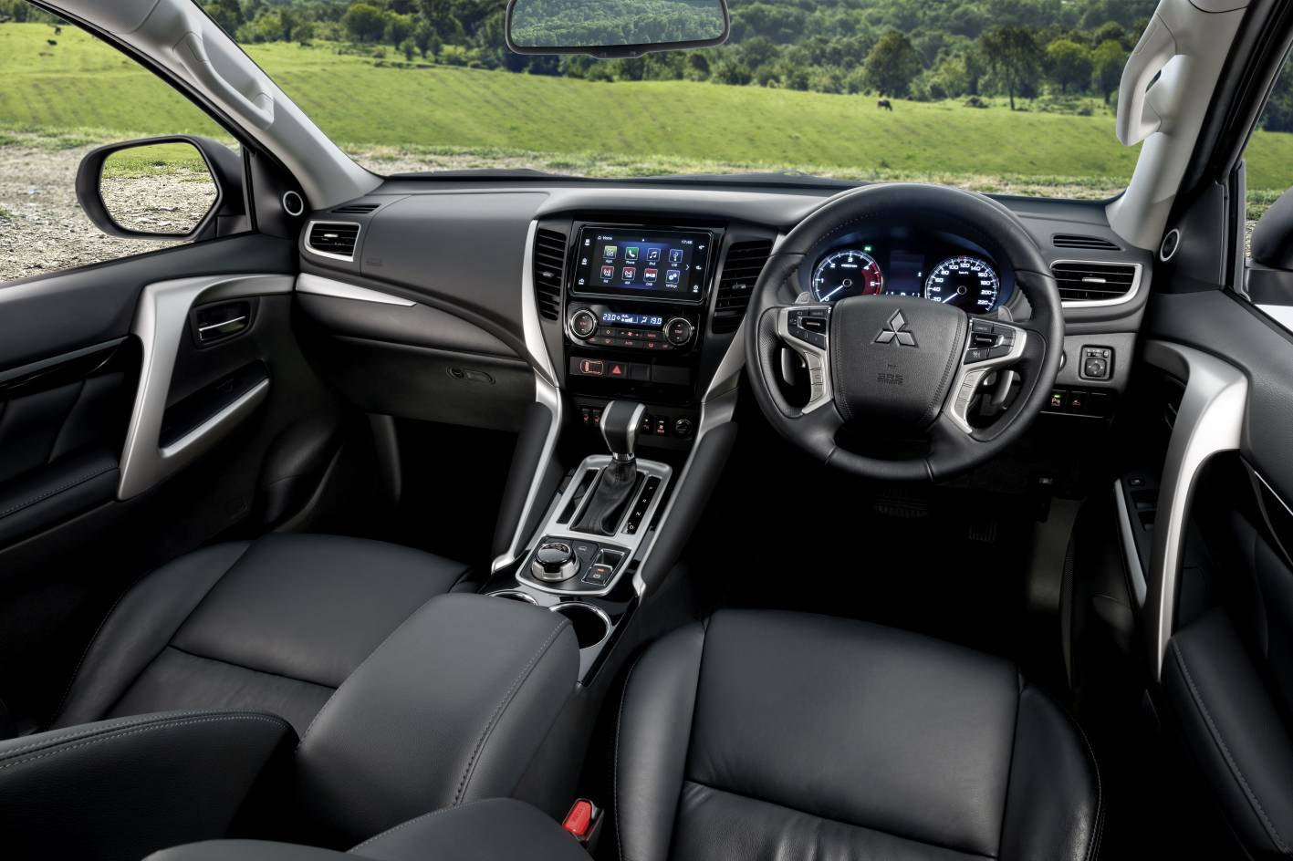 interior Mitsubishi Pajero Sport